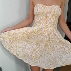 Nwot indah smocked delicate yellow print dress S